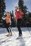 Διαγώνιο χιόνι Skiiers χώρας στοκ εικόνα με δικαίωμα ελεύθερης χρήσης
