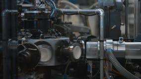 Διαδικασία παραγωγής των φλυτζανιών εγγράφου για τα ζεστά ποτά Μέρη περιστρεφόμενων μηχανών απόθεμα βίντεο