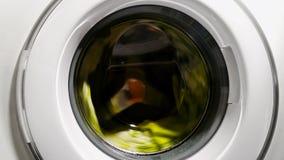 Διαδικασία πλυντηρίων στην οικιακή συσκευή πλυντηρίων, hypoallergenic απορρυπαντικό στοκ εικόνες