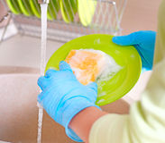 διαδικασία πλυσίματος των πιάτων στοκ εικόνα