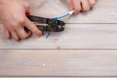 Διαδικασία τα ηλεκτρικά τερματικά Στοκ φωτογραφία με δικαίωμα ελεύθερης χρήσης