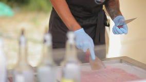 Διαδικασία τους ρόλους παγωτού φραουλών φιλμ μικρού μήκους