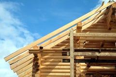 Διαδικασία του ξύλινου μονταρίσματος κλίσεων στεγών σπιτιών ευθέος Στοκ Φωτογραφία