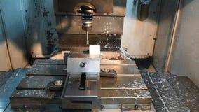 Διαδικασία το πλαστικό στον αριθμητικό έλεγχο υπολογιστών με τη χρησιμοποίηση των τρυπανιών Διαδικασία παραγωγής, αυτοματοποιημέν απόθεμα βίντεο