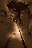 Διαδρομές κάρρων μεταλλεύματος στο ορυχείο στοκ φωτογραφία με δικαίωμα ελεύθερης χρήσης