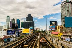 Διαδρομές σιδηροδρόμου BTS μέσω της μαζικής μεταφοράς της Μπανγκόκ Στοκ φωτογραφία με δικαίωμα ελεύθερης χρήσης