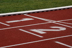 διαδρομή πεδίων αθλητισμ& Στοκ εικόνες με δικαίωμα ελεύθερης χρήσης