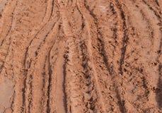 Διαδρομή ροδών πολύ οχήματος στο δρόμο εδαφολογικής λάσπης στην επαρχία στη περίοδο βροχών Στοκ φωτογραφία με δικαίωμα ελεύθερης χρήσης