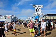 Διαδρομή 66 σημάδι τελών στο Santa Monica Pier Στοκ Εικόνα