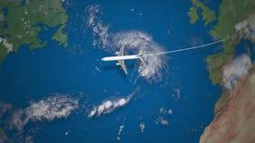 Διαδρομή του εμπορικού αεροπλάνου που πετά από το Μιλάνο στη Νέα Υόρκη στη γήινη σφαίρα απόθεμα βίντεο
