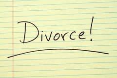 Διαζύγιο! Σε ένα κίτρινο νομικό μαξιλάρι Στοκ φωτογραφία με δικαίωμα ελεύθερης χρήσης