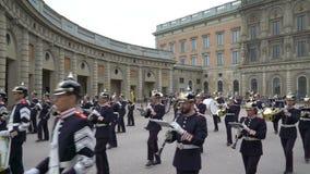 Διαζύγιο της φρουράς στη Royal Palace στην κεντρική Στοκχόλμη απόθεμα βίντεο
