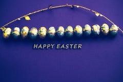 διαθέσιμος χαιρετισμός αρχείων Πάσχας eps καρτών Κάρτα αυγών Πάσχας με το χρυσό κομφετί στην επιφάνεια r r στοκ φωτογραφία με δικαίωμα ελεύθερης χρήσης