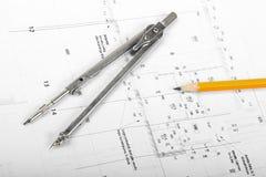 Διαιρέτης και μολύβι στα αρχιτεκτονικά σχεδιαγράμματα Στοκ Εικόνες