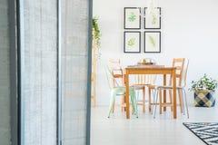 Διαιρέτης δωματίων στο άνετο διαμέρισμα στοκ φωτογραφία