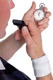 Διαιτητής που ελέγχει το χρονόμετρο με διακόπτη Στοκ φωτογραφίες με δικαίωμα ελεύθερης χρήσης