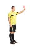 Διαιτητής ποδοσφαίρου που παρουσιάζει κόκκινη κάρτα Στοκ Φωτογραφία