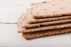 Διαιτητικά μπισκότα με τους σπόρους ηλίανθων και τους σπόρους σουσαμιού στοκ εικόνα