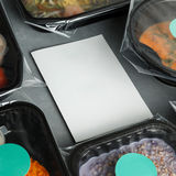 Διαιτητικά τρόφιμα στα εμπορευματοκιβώτια γύρω από τη Λευκή Βίβλο Στοκ Εικόνες