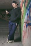 Διακινητής ναρκωτικών σε μια σήραγγα Μια σκοτεινή θέση για να ασχοληθεί Στοκ φωτογραφία με δικαίωμα ελεύθερης χρήσης