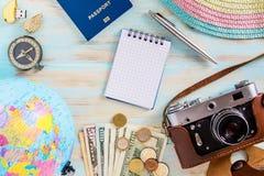 Διακινούμενη εννοιολογική φωτογραφία προετοιμασιών των εξαρτημάτων ταξιδιών Στοκ Φωτογραφία