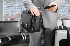 Διακινούμενος επιχειρηματίας που καλεί τηλεφωνικώς Στοκ Εικόνα