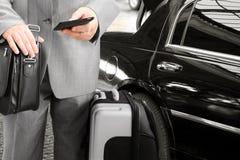 Διακινούμενος επιχειρηματίας που καλεί τηλεφωνικώς Στοκ Φωτογραφία