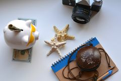 Διακοπές αποταμίευσης χρημάτων τραπεζών Piggy concet Στοκ Εικόνες