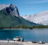διακοπές βουνών οικογενειακών λιμνών του Καναδά Στοκ Εικόνα