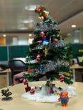 διακοπές δώρων Παραμονής Χριστουγέννων πολλές διακοσμήσεις στοκ φωτογραφία