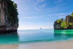 διακοπές εν πλω - όμορφος κόλπος του νησιού της Hong δημοφιλή touris στοκ φωτογραφία με δικαίωμα ελεύθερης χρήσης