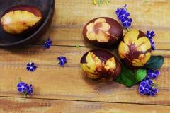 Διακοπές Πάσχας, θέση αυγών για τα συγχαρητήρια στοκ φωτογραφίες