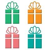 Διακοπή κιβωτίων δώρων στα διαφορετικά υπόβαθρα στο λευκό ελεύθερη απεικόνιση δικαιώματος