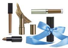 Διακοπών δώρο που τίθεται καλλυντικό με το κραγιόν Makeup στοκ φωτογραφίες