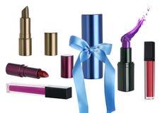 Διακοπών δώρο που τίθεται καλλυντικό με το κραγιόν Makeup στοκ εικόνες