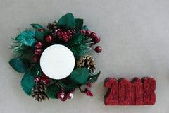 Διακοσμήσεις διακοπών Χριστουγέννων στο αγροτικό υπόβαθρο Στοκ εικόνες με δικαίωμα ελεύθερης χρήσης