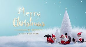 Διακοσμήσεις διακοσμήσεων χριστουγεννιάτικων δέντρων και Santa διακοπών στοκ φωτογραφία με δικαίωμα ελεύθερης χρήσης