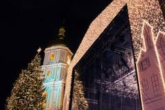 Διακοσμήσεις καθεδρικών ναών και Χριστουγέννων της Sophia τη νύχτα στο Κίεβο Ουκρανία Στοκ Εικόνες