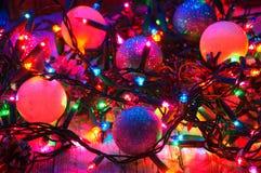 Διακοσμήσεις και φω'τα Χριστουγέννων Στοκ Εικόνες