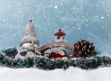 Διακοσμήσεις και χιόνι Χριστουγέννων στοκ εικόνα με δικαίωμα ελεύθερης χρήσης