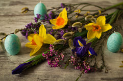 Διακοσμήσεις Πάσχας παραδοσιακά όμορφες διακοσμήσεις διακοπών μορφής αυγών Πάσχας κεριών Στοκ Φωτογραφίες