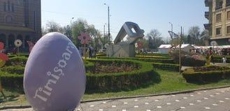 Διακοσμήσεις Πάσχας στο τετράγωνο ένωσης Timisoara Ρουμανία για τις καθολ στοκ εικόνες