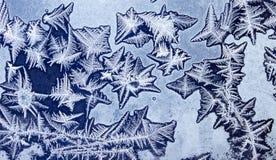 Διακοσμήσεις σε ένα παγωμένο παράθυρο όπως τον αστερία 3 Στοκ Φωτογραφία