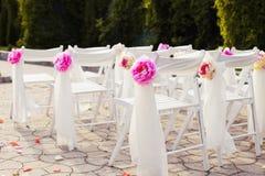 Διακοσμήσεις των γαμήλιων καρεκλών, μοντέρνος γάμος Στοκ Εικόνα