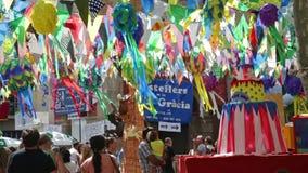 Διακοσμήσεις φεστιβάλ Gracia στη Βαρκελώνη απόθεμα βίντεο