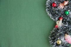 Διακοσμήσεις Χριστουγέννων και σπάνια νέα παιχνίδια έτους ` s στοκ εικόνες