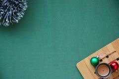 διακοσμήσεις Χριστουγέννων κλάδων κιβωτίων σφαιρών handbell 2018 Στοκ Εικόνες