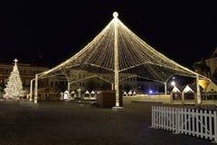 Διακοσμήσεις Χριστουγέννων μέσα στην πλατεία Unirii, Τρανσυλβανία, Ρουμανία Cluj-Napoca στοκ εικόνες
