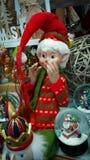 Διακοσμήσεις Χριστουγέννων με μια νεράιδα Χριστουγέννων σε μια επίδειξη Στοκ εικόνα με δικαίωμα ελεύθερης χρήσης