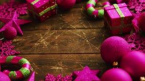 Διακοσμήσεις Χριστουγέννων που τοποθετούνται στον κύκλο απόθεμα βίντεο